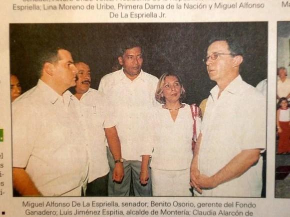 El presidente Uribe con Miguel De la Espriella y Benito Osorio, gerente del Fondo Ganadero de Córdoba detenido por concierto para delinquir, al haberse aliado con los 'paras' de Salvatore Mancuso para despojar a cientos de familias. Tiene otro proceso por lavado de activos.