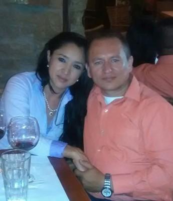 Sin la ayuda de su esposa, Luz Marina Rodríguez, sería imposible subsistir con dos hijos de 4 y 13 años de edad.