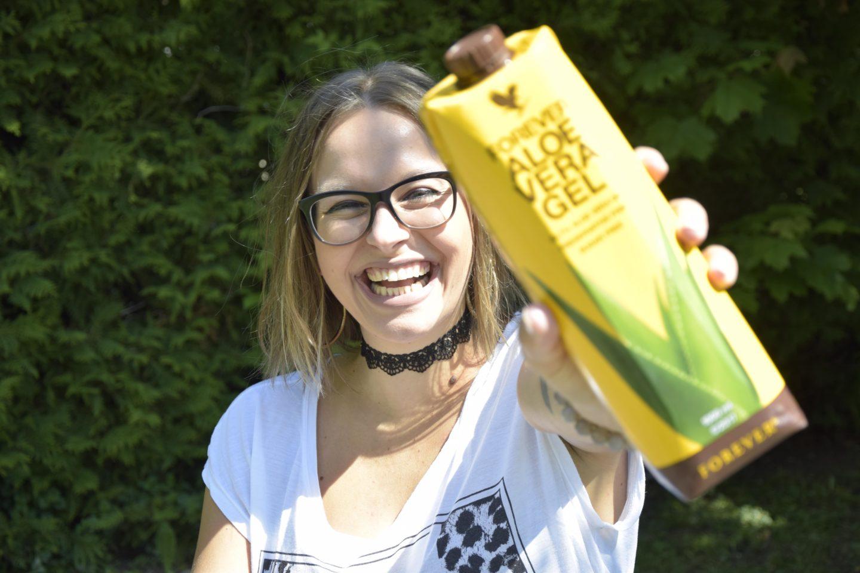 Forever Aloe Vera Gel trinkt Sara Erb täglich und seither hat sie keine Migräne mehr