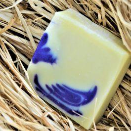 Savon artisanal saponifié à froid fabriqué à partir d'ingrédients bio
