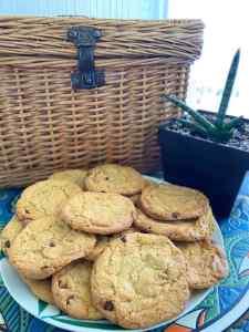 Mi morena cookies auténticas americanas fondo cesta