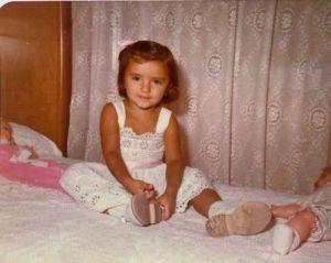 Mi morena recuerdos de niñez en la cama