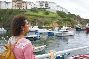 Mi morena Adiós a su destino morena en el Puerto Tapia de Casariego