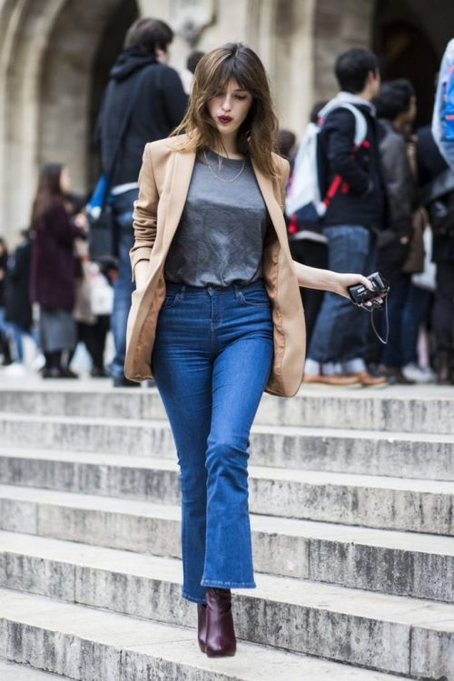 Una de sus siluetas favoritas: vaquero cropped -flared, blazer y botines | One of your favorite silhouettes: cropped -flared jeans, blazer and booties