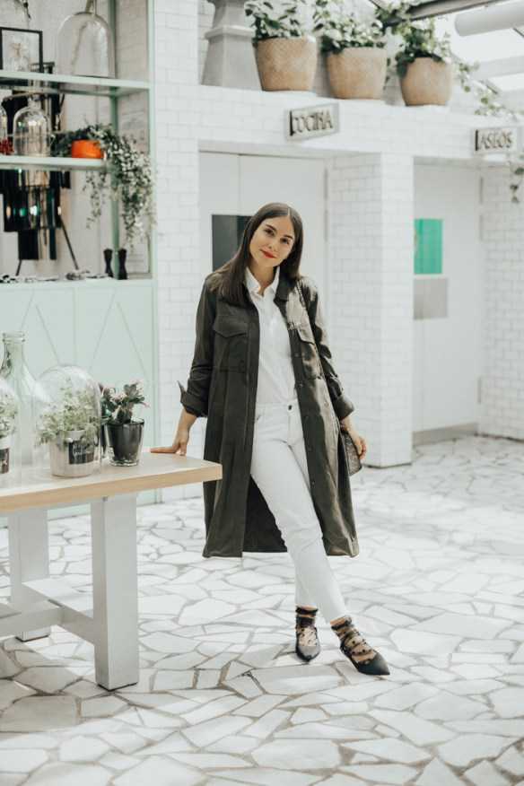 How to wear white jeans, with a military inspiration - La Selectiva
