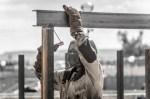 خدمات تصنيعية للمقاولين: عامل لحام بلحم بوابة حديدية