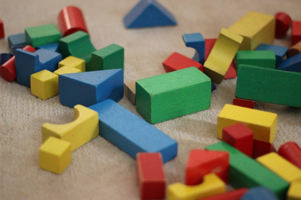 kinderspielzeug - holzblockstapler