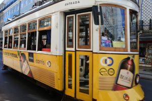 tranvía amarillo