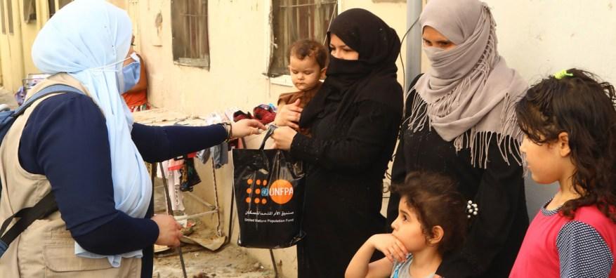 El UNFPA distribuyó kits de dignidad a las mujeres de Beirut tras la devastadora explosión.