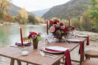 Décoration de mariage rouge et vintage