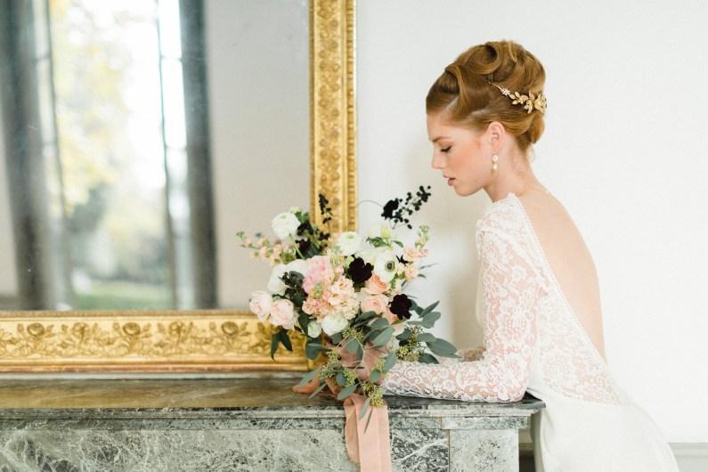Robe de mariée dos nu avec manches longues en dentelle