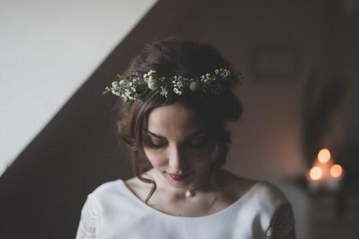 Couronne de fleurs pour une mariée d'hiver
