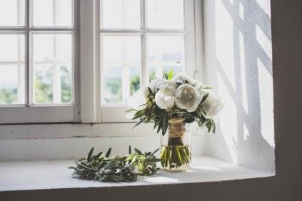 Bouquet de mariée pivoines blanches