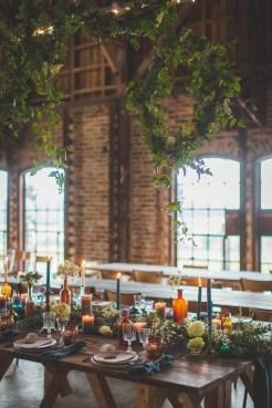 Table de mariage avec des suspensions végétales