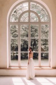 Rose-devant-robe-de-mariee-atelier-swan-collection-2019-lasoeurdelamariee