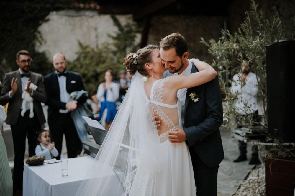 baiser-ceremonie-laique
