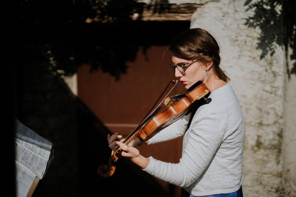 jouer-violon-ceremonie-laique