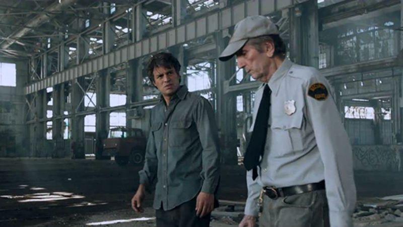 Harry Dean Stanton como guardia de seguridad en Los vengadores. Un ejemplo de personaje incidental que roba la escena.