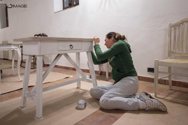 Nato negli stati uniti, questo stile d'arredamento consiste nel riutilizzare mobili e oggetti vecchi, riadattandoli a usi moderni, o in. Corso Restauro Shabby Chic Roma La Squisiteria