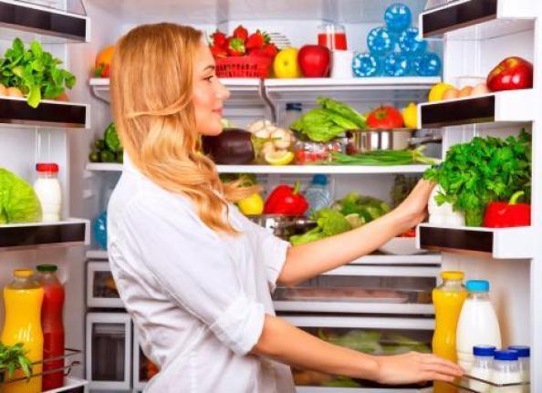Alimentos guardados en la heladera