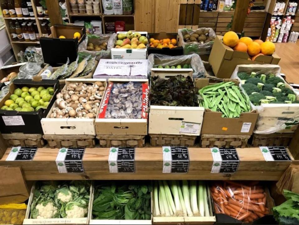 frutas y verduras frescas en supermercados y tiendas alimentarias