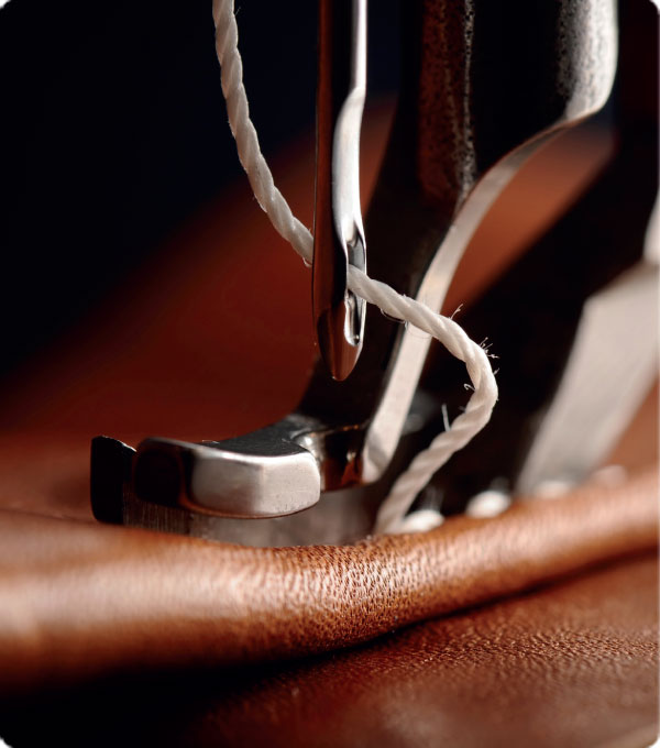 Produzione divani imbottiti moderni in pelle  Las Salotti