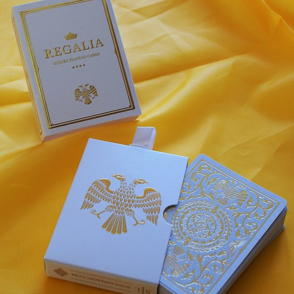 REGALIA WHITE playing card by SHIN LIM - LASSONELLAMANICA.COM - Mazzi di Carte, Giochi di Prestigio, Libri e Dvd di Magia. Recensioni, unboxing, tutorial!