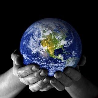 hands_holding_world