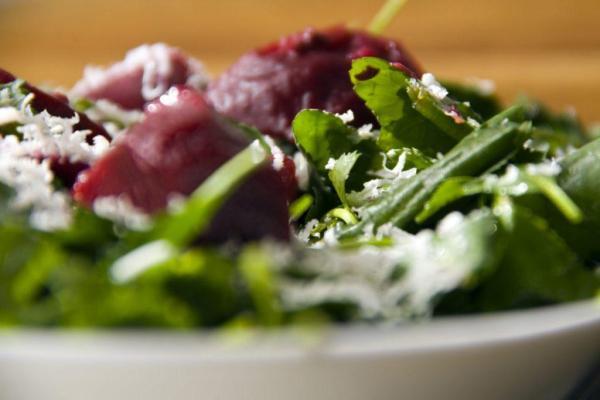 salade-epinards-au-fromage-de-chevre-et-betteraves