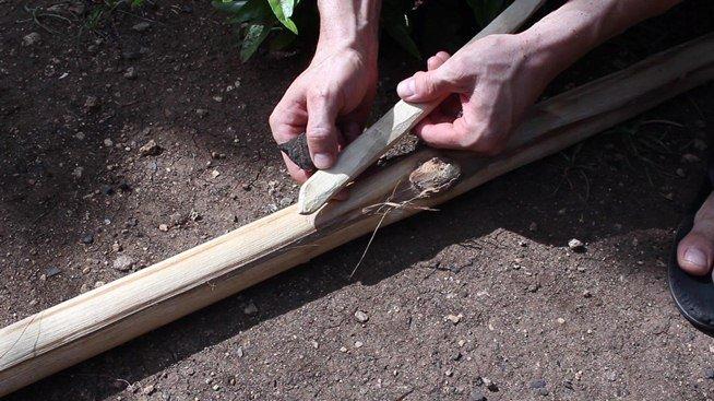 La technique pour faire le feu avec de deux batons2