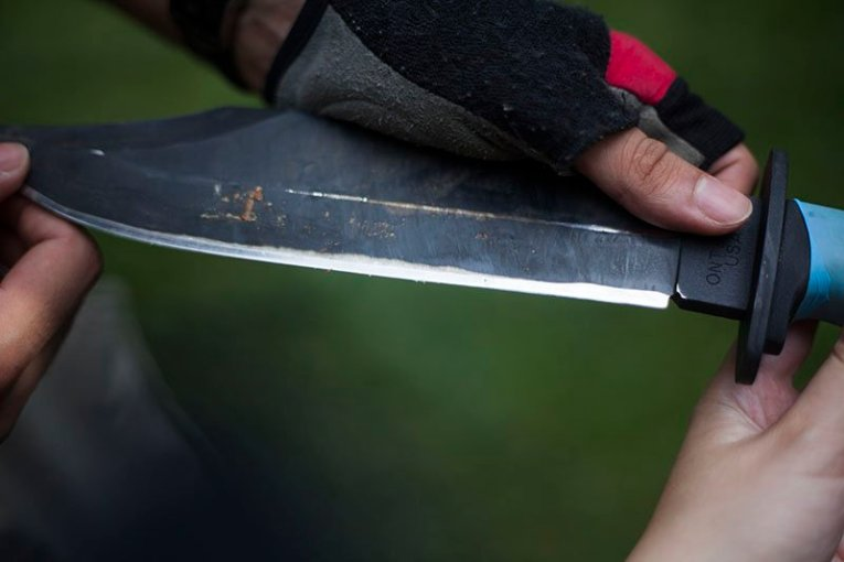 19 Test couteau de combat Ontario Marine Raider
