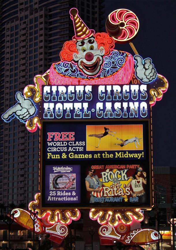 Daily Neon Circus Circus Jumbo Clown Sign  Las Vegas 360