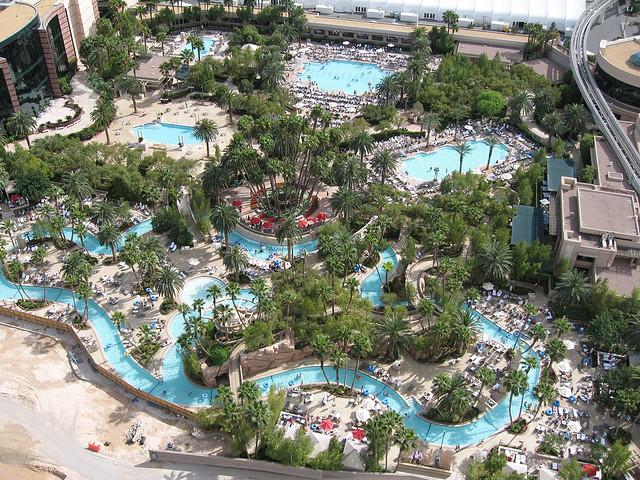 mgm grand piscine 2