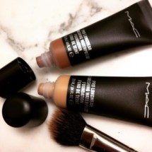 mac-waterproof-pro-longwear-foundation-3-e1427142890244