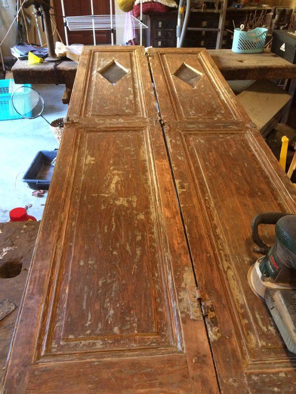 TRAVAUX - La trouvaille : les portes anciennes d'un garde-manger dans le grenier des grands-parents