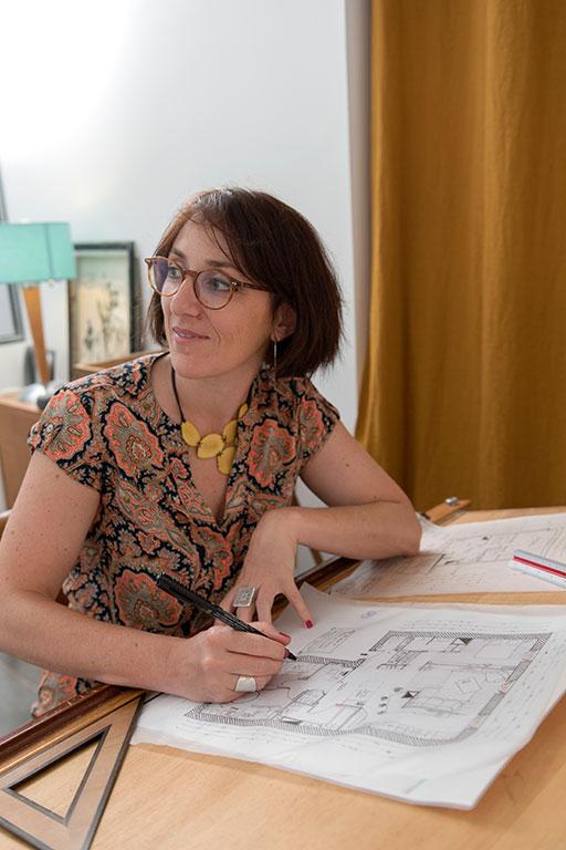 Julie-COULON-derriere-La-Table-a-Dessins-dessine-plan