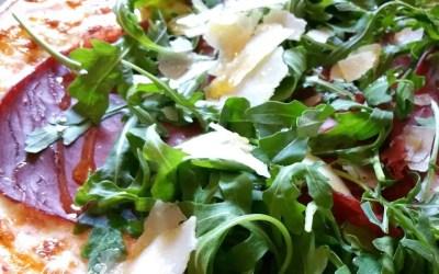 PIZZA A LA BRESAOLA ET ROQUETTE sans gluten, avec ou sans lait, sans sucre, sans levure