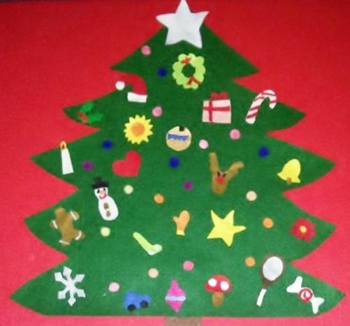 calendario dell'avvento in feltro a forma di albero di Natale