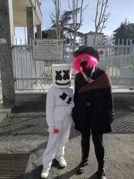 il costume da Marshmello e da Calamity