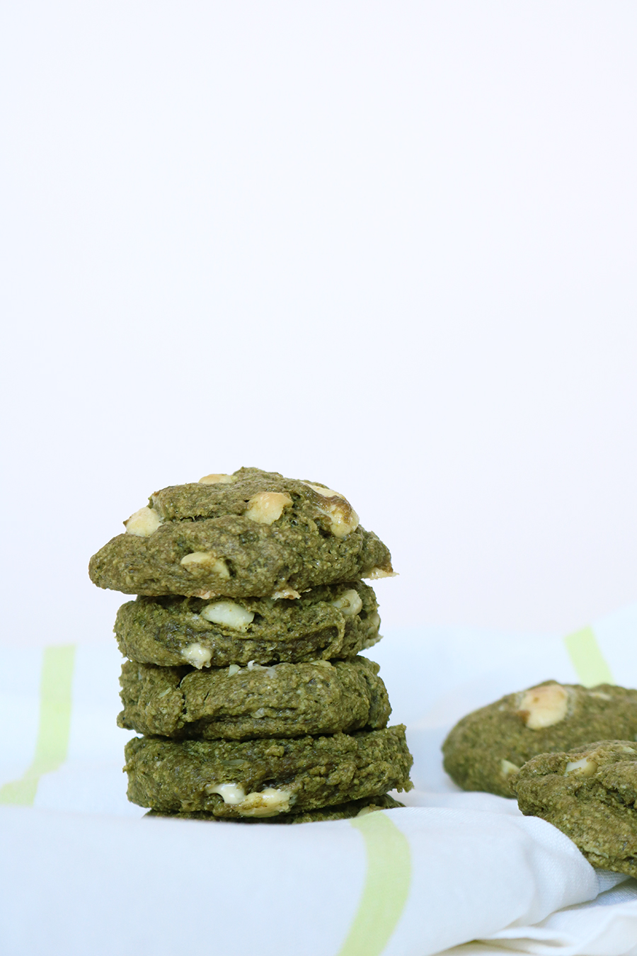 Voici ma recette de cookies au thé vert matcha, vegan et sans gluten.