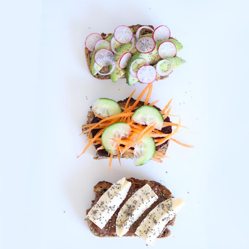 Voici la recette de délicieux toasts aux beurres d'oléagineux, vegan et sans gluten dont vous trouverez la recette sur mon blog.