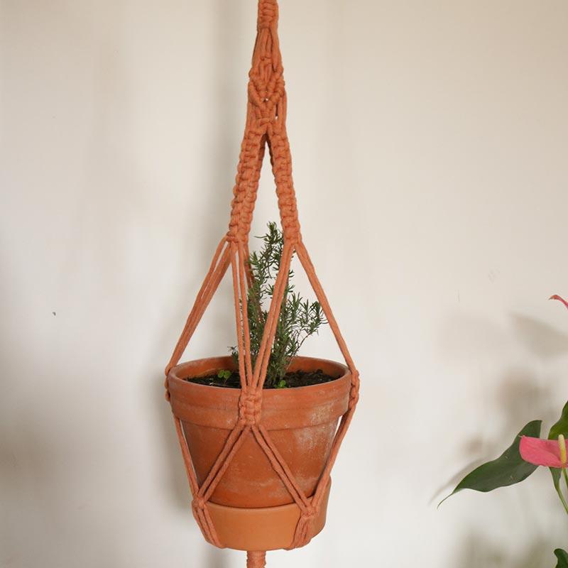 Suspension en macramé pour plantes en coton recyclé coloris terracota