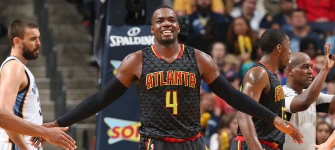 Dunkin' Dawgs legend Paul Millsap receives Bob Pettit Award