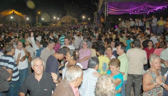 Resultado de imagen para baile de la polilla parque central alajuela costa rica