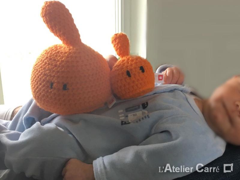 couple de doudous rigolos design en laine et mousse