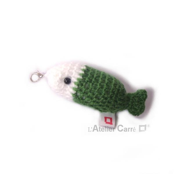 poisson bicolore laine et mousse porte clefs grigri vert