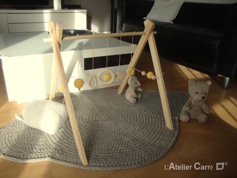 portique d'eveil bebe en bois et crochet jaune