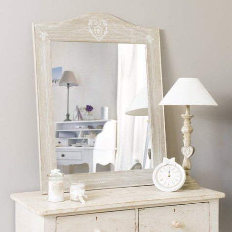 http://www.maisonsdumonde.com/FR/fr/produits/fiche/miroir-en-bois-de-paulownia-blanchi-h-90-cm-camille-129819.htm