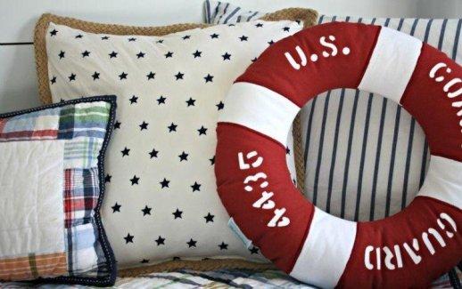 bouee-de-sauvetage-coussins-decoration-marine-interieur