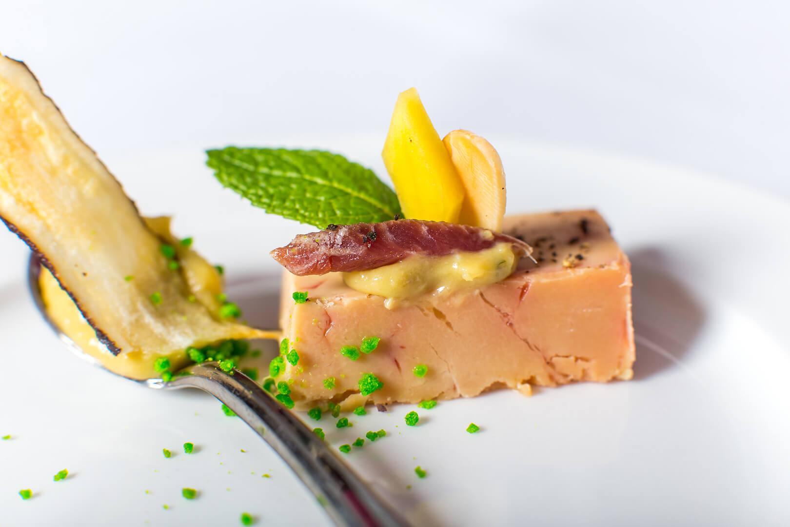 Foie gras mi-cuit, émulsion de foie gras et mangue, magret fumé - L'Atelier du Chef - Traiteur Corse